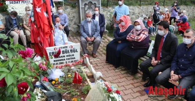 Eren Bülbül şehadetinin üçüncü yılında mezarı başında anıldı