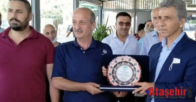 TFF yöneticisi Ali Düşmez'e başarı plaketi