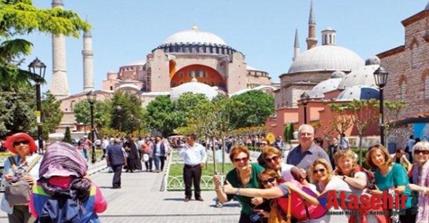 İSTANBUL'A ON AYDA 4,2 MİLYON TURİST GELDİ