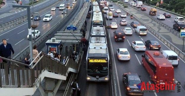 İSTANBUL'DA TOPLU TAŞIMA YÜZDE 18,3 AZALDI