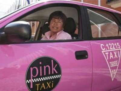 Kadınlara özel pembe taksiler