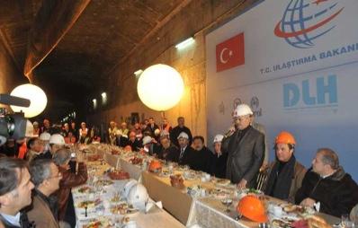 Abdülhamit'in projesi gerçek oluyor: Denizin 42 metre altında kahvaltı