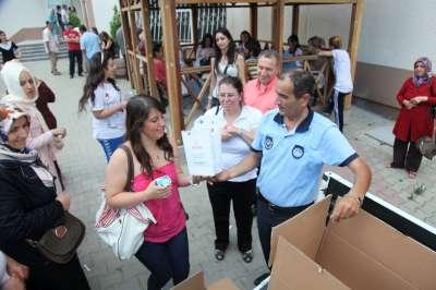 Ataşehir Belediyesi,Sınav öncesi öğrencilere simit-su ve meyve suyu dağıtıldı