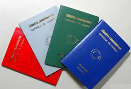 Almanya'nın Münih, Mainz ve Frankfurt kentlerinde e-pasaport almak isteyen vatandaşlar ancak haziran ayına randevu alabiliyorlar