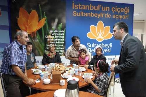 Sultanbeylide Ramazan'ın coşkusu iftar davetleri devam ediyor. Başkan Keskin, Belediye Büyük Salon'da engelli vatandaşları ağırladı.