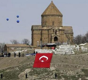 Ermeni medyasının ilginç iddiası: Türkiye Akdamar'da ayini erteleyecek!
