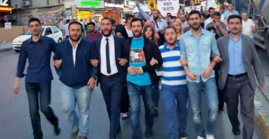 AK Parti Ataşehir Gençlik Kolları Mursi için yürüdü