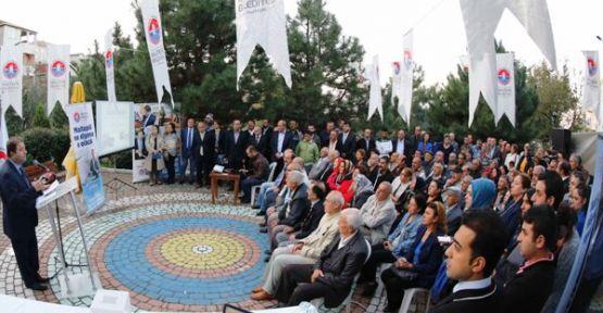 Ali Kılıç  Maltepe'yi dinliyor