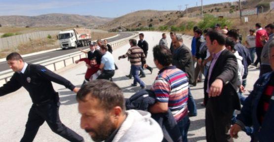 Çankırı'da Maaşını Alamayan İşçiler D -100 Karayolunu Kapattı