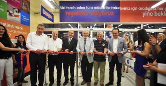 Kıbrıs'ta açılan ilk yapı market Tekzen