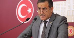 İhsan Özkes CHP'den istifa etti