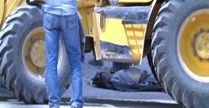 Kamyonetin altında kalan işçi hayatını kaybetti