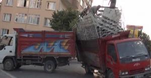 Ataşehir'de Virajı alamayınca yan yattı.