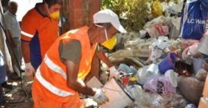 Ataşehir'de  Evden 5 kamyon çöp çıktı