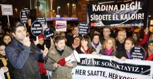 CHP'liler tecavüz ve kadın cinayetlerini protesto ettiler