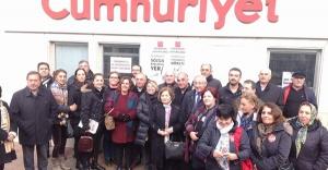 CHP Ataşehir Örgütü Cumhuriyet Gazetesi Destek Nöbetinde