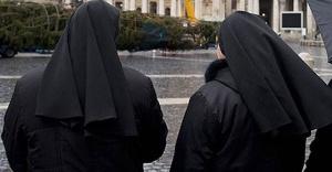 İtalya'da manastır kapılarını göçmenlere açtı: 9 rahibe hamile
