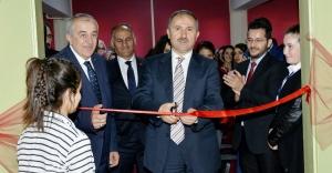 """Ataşehir'de """"Meslekleri Tanıyorum, Geleceğimi Planlıyorum"""" Sergisi Açıldı"""
