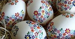 Çocuklar hafta sonu yumurtaları renklendirecek