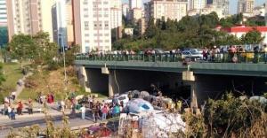Kadıköy#039;de beton mikseri, aracın...
