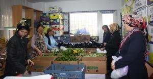 Ataşehir#039;de Yardım Dağıtımı...