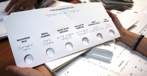 Görme engelliler 24 Haziran seçimlerinde tek başlarına oy kullanabilecek