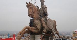 Dev Köroğlu heykeli Bolu'ya dikilecek.