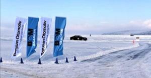 Çıldır Gölü Üzerinde Kar ve Buz Sürüş Eğitimi Veriyor.