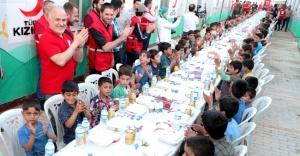 Yetimler Kızılay'ın iftar sofrasında buluştu