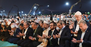 Yenikapı'da 313 bin kişiyle teravih namazı kılındı