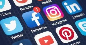 Orta yaş üzeri Facebook, genç kuşak Instagram kullanıyor