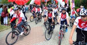 Yüzlerce bisikletliden 'Bizi Fark Edin' turu