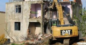 Kartal Belediyesi, 101 riskli ve metruk binanın yıkımını gerçekleştirdi