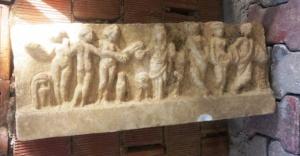 Ataşehir'de Evinin bahçesinde tarihi eser buldu