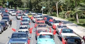 KLASİK OTOMOBİLLERİN KADIKÖY'DE 30 AĞUSTOS COŞKUSU