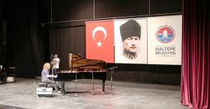 """Maltepe'de Tuluyhan Uğurlu'dan """"Cumhuriyet Resitali"""""""