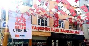 CHP Ataşehir'de '128 milyar dolar nerede?' afişine polis müdahalesi