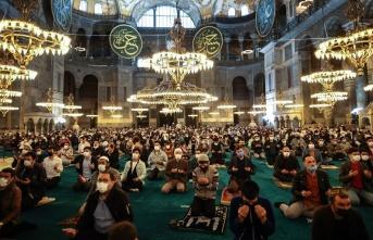 Ayasofya Camii'nde 87 yıl sonra ilk Ramazan Bayramı namazı kılındı