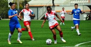 Kadınlar futbolda yarı final zamanı