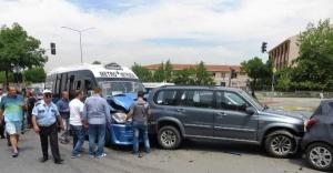 Ataşehir'de Trafik Kazası 4 yolcu yaralandı