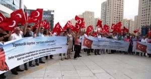 Ataşehir Belediyesi çalışanları darbe girişimini protesto etti