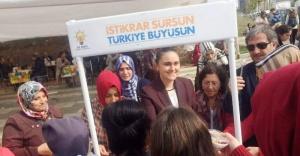 Ak Parti Ataşehir İlçe Kadın Kolları Başkanlığı Aşure Dağıttı