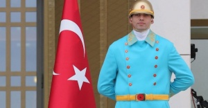 Cumhurbaşkanlığı Sarayı'nda nöbetçi polislere yeni kıyafet