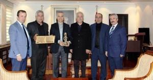 Kurşunlu Belediye Başkanı ve Bal Üreticileri Çankırı Valisi Mesut Köse'yi Ziyaret etti