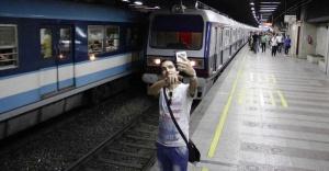Selfie çekerken tren çarpan Hintli hayatını kaybetti