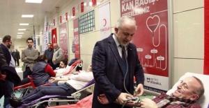 Metro yolcuları Kızılay için kan verdi