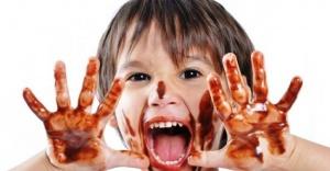 Çocuklara Bayram'da Az Çikolata Çok Sevgi Verin!