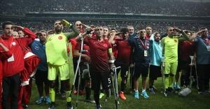 Ağaoğlu, Ampute Milli Futbol Takımı oyuncularına ev hediye etti