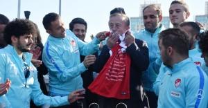 Ağaoğlu, Ampute Millilere ÇekmeköyPark'tan dairelerini verdi