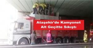 Ataşehir'de Kamyonet Alt Geçitte Sıkıştı